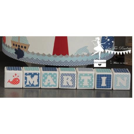 Cubes prénom décorés bleu marine, bleu pastel et blanc PRIX UNITAIRE