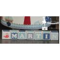1 Cube prénom décoré bleu marine, bleu pastel et blanc