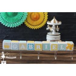 Cubes prénom décorés jaune bleu et vert pastels PRIX UNITAIRE