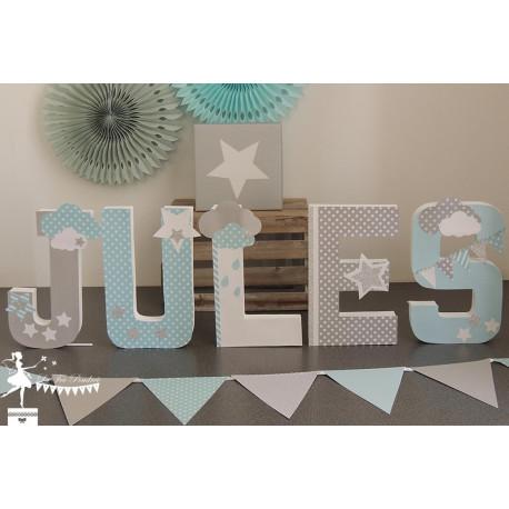 1 Lettre décorée 20 cm Etoiles & nuages bleu pastel gris  clair & blanc