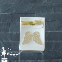 Boite à dragées ivoire nacré ailes d'ange dorées