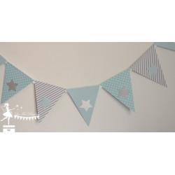 Guirlande de fanions bleu pastel et gris clair décor étoile