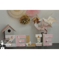 1 Lettre décorée 12cm papillon rose blanc et doré