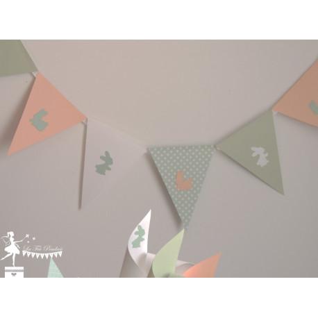 Guirlande de fanions vert mint et pêche décor lapin