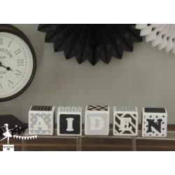 1 Cube prénom décoré noir, gris et blanc