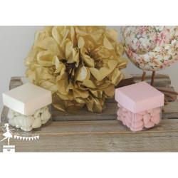 Cube à dragées rose nacré et transparent