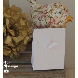 Boite à dragées papillon blanche gaufrée