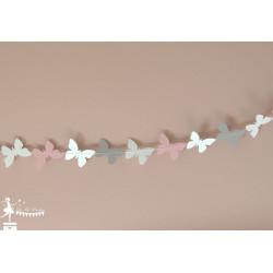 Guirlande de papillons cousus rose blanc gris