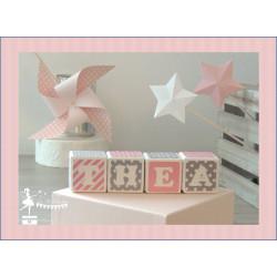 Réservation Alya et Mélyah - cubes décorés - rose pastel - gris - blanc