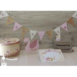 Guirlande de fanions Baby Girl Thème Cygne rose, rose gold, ivoire et doré