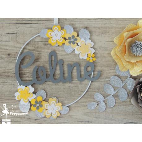 Cercle décoré prénom thème fleur jaune, gris et argent