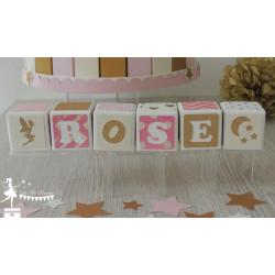 1 Cube prénom décoré rose fuchsia, ivoire et doré