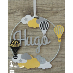 Cercle 20cm décoré prénom thème montgolfière jaune, noir, gris, blanc et argent
