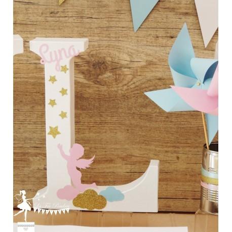 1 Initiale 30 cm  avec prénom thème Ange rose pastel, blanc et doré