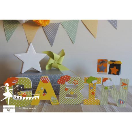 Lettre décorée 12cm étoile et nuage jaune vert orange PRIX UNITAIRE