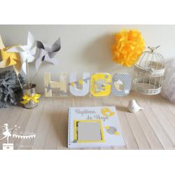 Lettre décorée 12cm oiseau jaune gris et blanc PRIX UNITAIRE