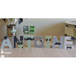 Lettre décorée 12cm thème Dandy, moustache gris, vert mint et blanc