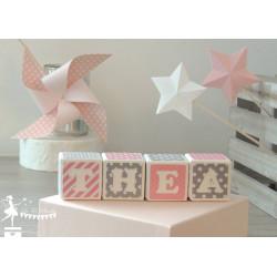 Cubes prénom décorés rose et gris
