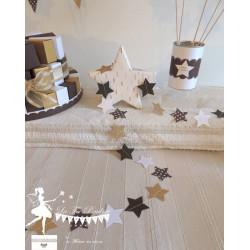 Guirlande d'étoiles cousue chocolat, blanc et doré