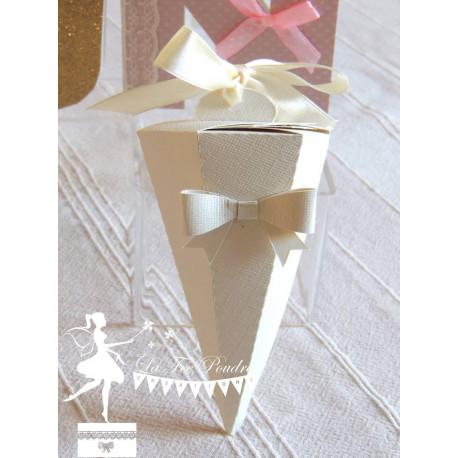 Cornet à dragées ivoire nacré et ruban crème
