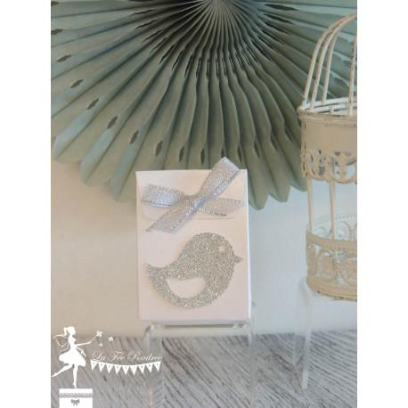 Boite à dragées blanc nacrée oiseau et ruban argent