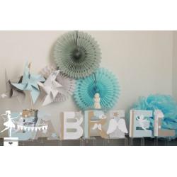 Ensemble décoration ailes d'ange : moulins à vent, cubes décorés, pompons