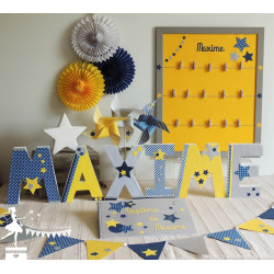 Lettre décorée 20 cm Etoiles marine jaune & gris