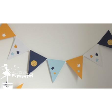 Guirlande de fanions bleu marine et pastel blanc jaune étoiles lion