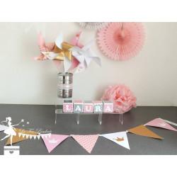 Guirlande de fanions rose blanc doré décor couronne