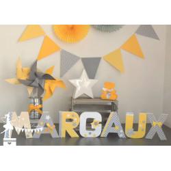 Lettre décorée 12cm Etoile jaune, gris et blanc