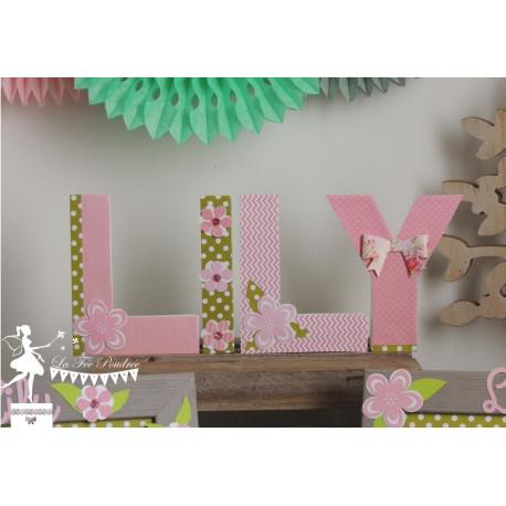 Lettre décorée 12cm thème champêtre fleur rose, vert et blanc